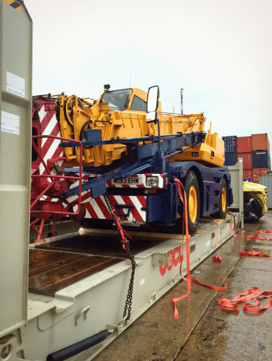 Crane on Flat Rack Shipping Container